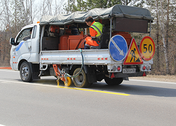 На два аварийных участка дорог в Приамурье нанесли экспериментальную разметку