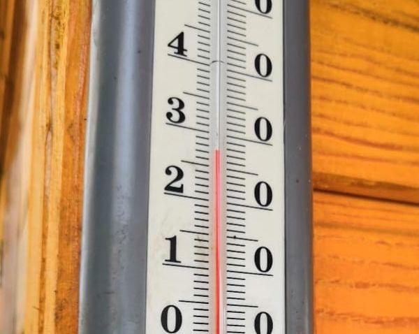 «Лето близко»: уличные термометры в Благовещенске показали больше 30°