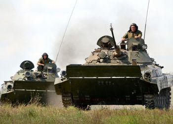 Амурские военные отработали «кинжальный огонь»