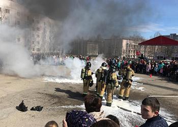 На центральной площади Тынды тушили пожар