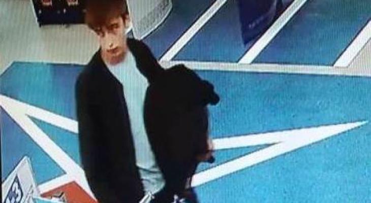 В Чебоксарах парня разыскивают из-за преступления в торговом центре