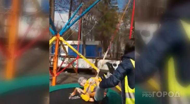 В чебоксарском парке порвался трос аттракциона, который удерживал ребенка