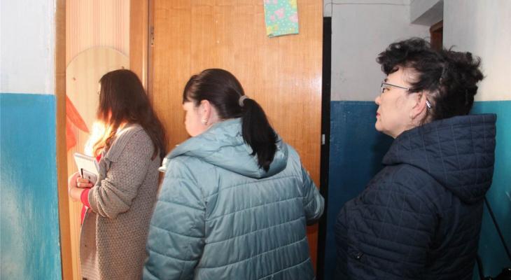 В Чувашии проверили неблагополучные семьи, девять детей отправили в больницу