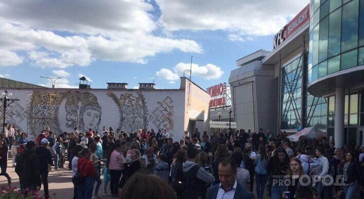 Чебоксарцы сообщают об эвакуации в нескольких торговых центрах