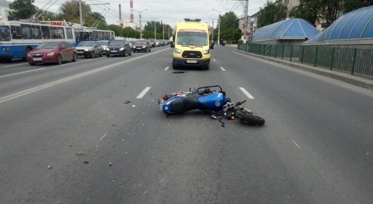 В Чебоксарах столкнулись мотоцикл и легковушка
