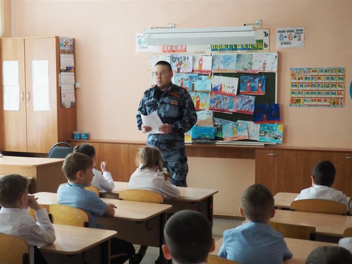В Чебоксарах сотрудники спецподразделений побеседовали со школьниками