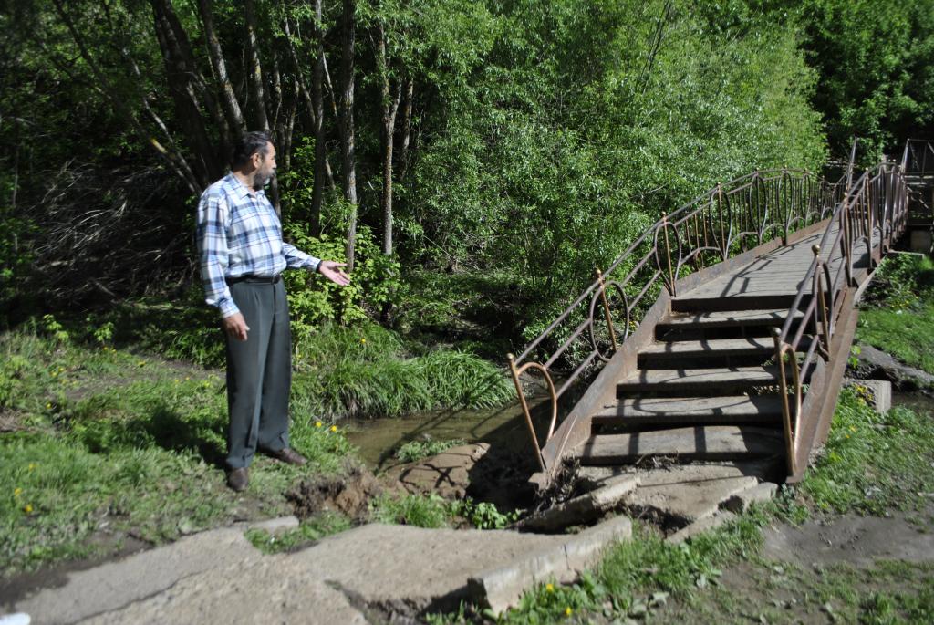 В Новочебоксарске ливни размыли опору моста