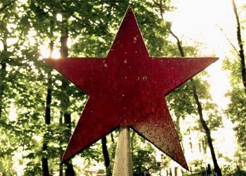 Курсанты ДВОКУ ко Дню Победы отреставрировали более 20 мемориалов