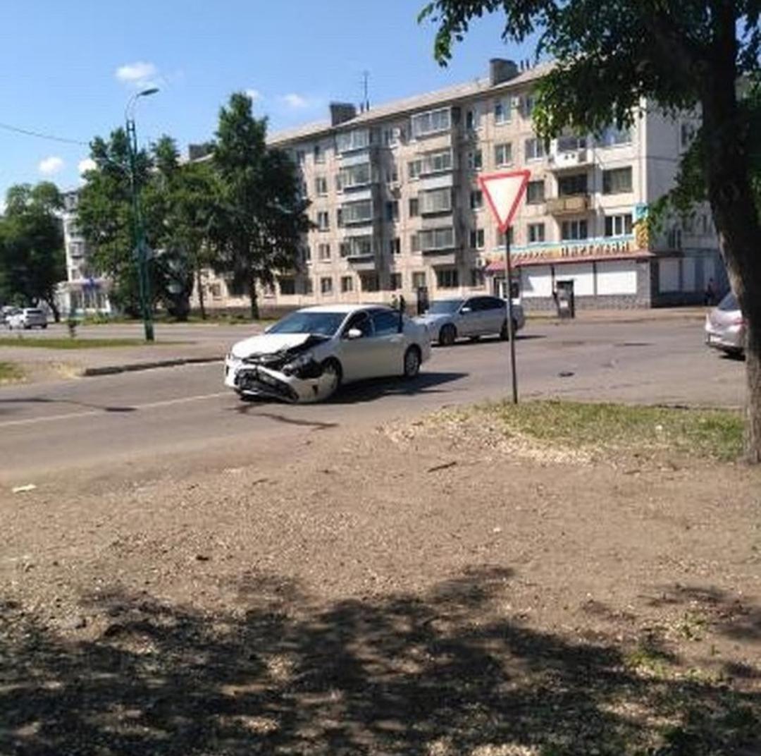 Два водителя пострадали в тройной аварии в Благовещенске