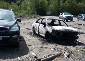 В Зее подожгли авто, от которого загорелось второе