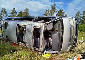 Микроавтобус перевернулся в Шимановском районе
