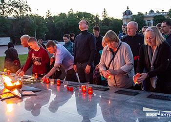 Свечи в память о павших зажгли рано утром благовещенцы