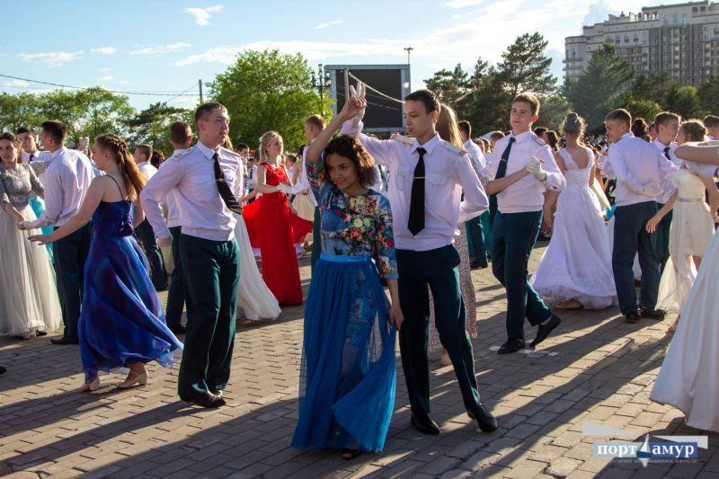 Кадриль, краковяк и вальс: 300 пар благовещенцев станцевали на балу