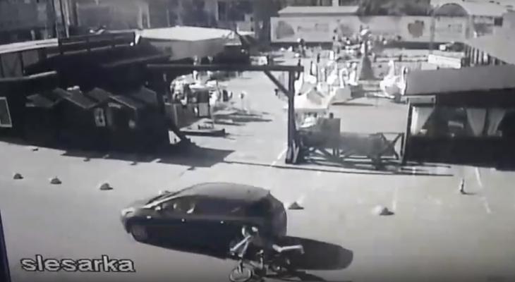 В Чебоксарах на видео попал наезд на мальчика-велосипедиста