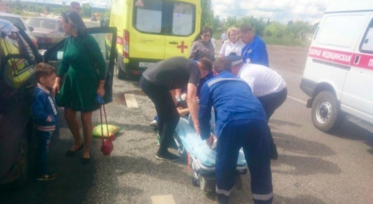 В Чувашии из-за невнимательности водителя «Калины» пострадала женщина
