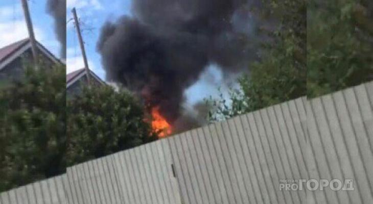 В Чебоксарах загорелся частный дом на