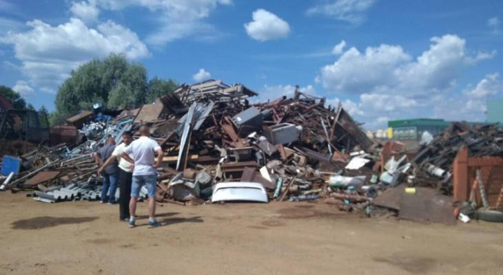 В Чебоксарах двое мужчин вывезли со стройки металла более чем на миллион