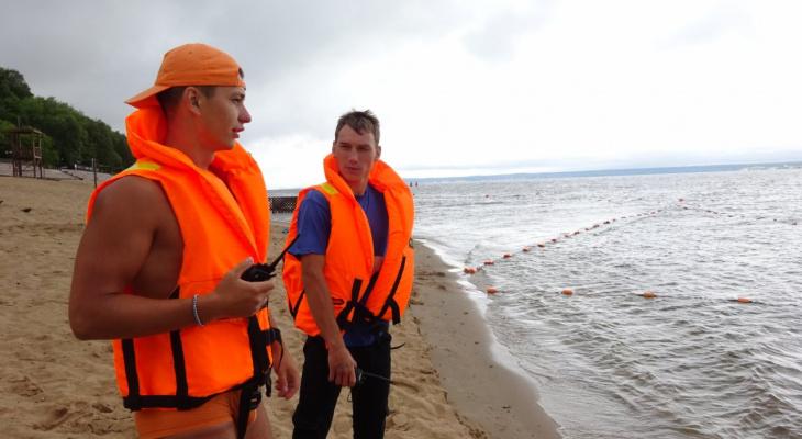 Яму у Центрального пляжа Чебоксар оградили буйками