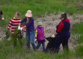 Жители Свободного убрали берега городского озера