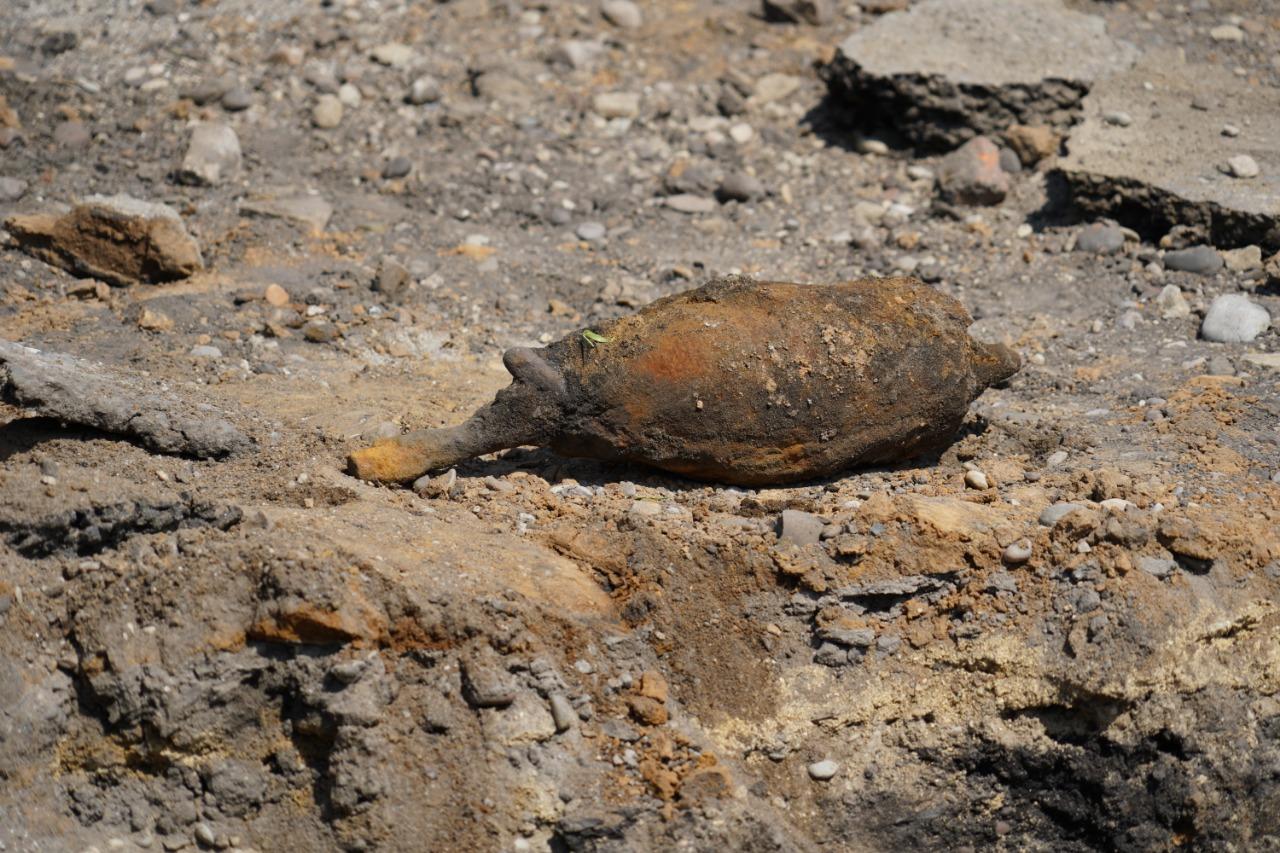 В Свободном во время дорожных работ найдены две мины