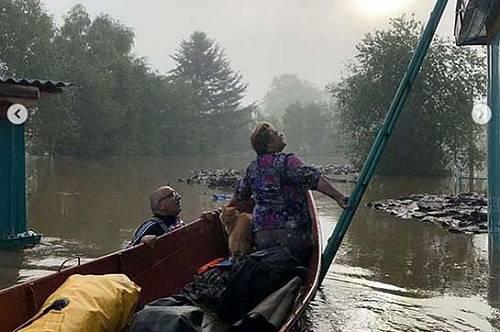 Для спасения людей вертолетам в Норске приходится садиться на воду