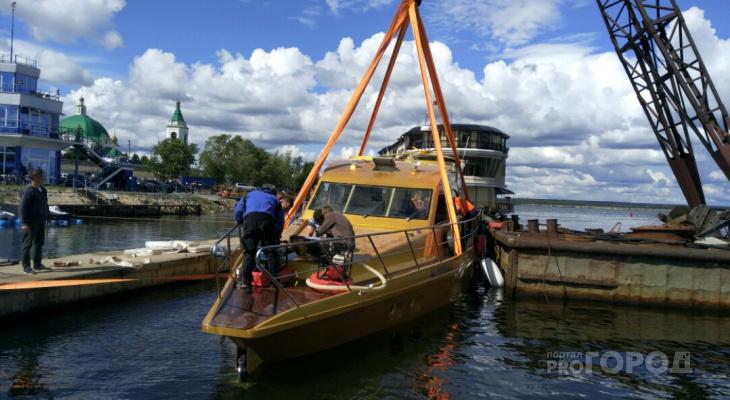В Чебоксарах со дна подняли золотую яхту