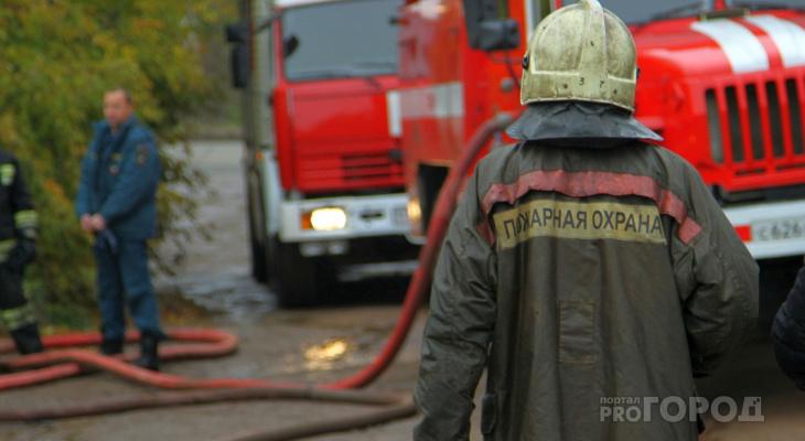 В Чувашии огонь уничтожил иномарку и дом