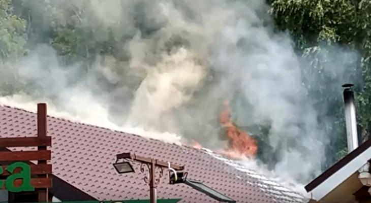 В Чебоксарах в районе речного порта горит баня