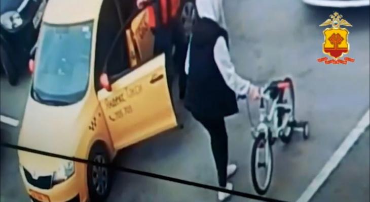 В Чебоксарах женщина по пути из гостей украла детский велосипед