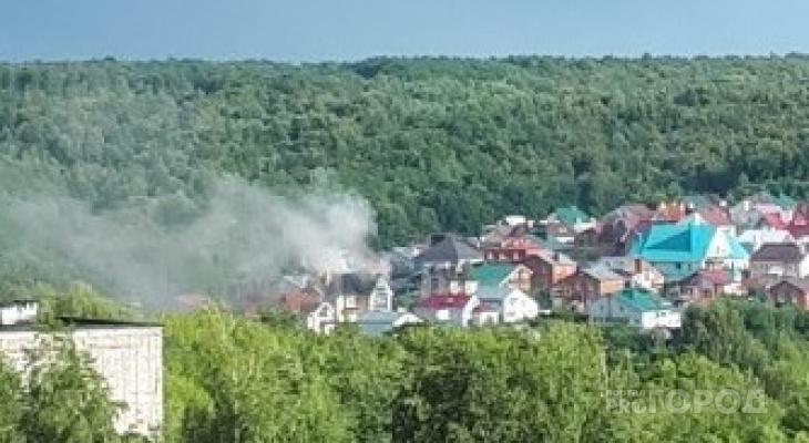 В Чебоксарах горит коттедж