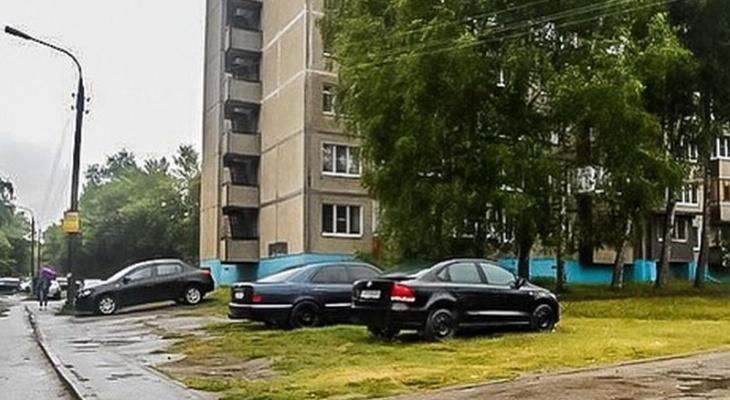 В Чебоксарах вновь запретили парковку на газоне