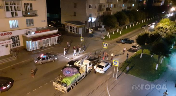 На Энгельса в ДТП с участием 5 машин пострадало двое человек