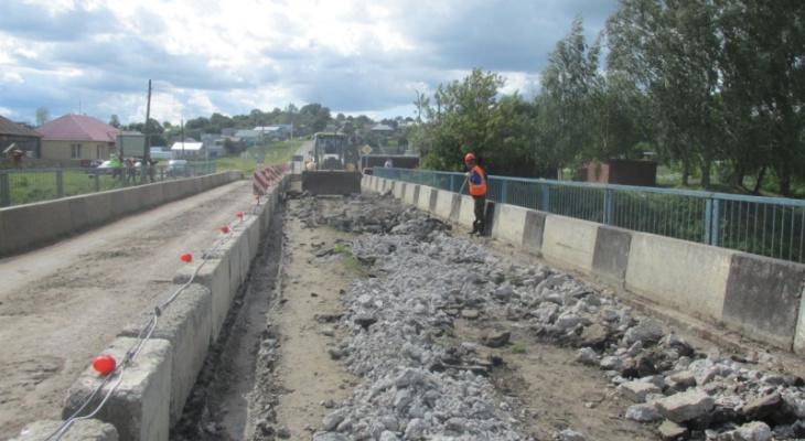 В Аликовском районе начат ремонт моста через реку Выла