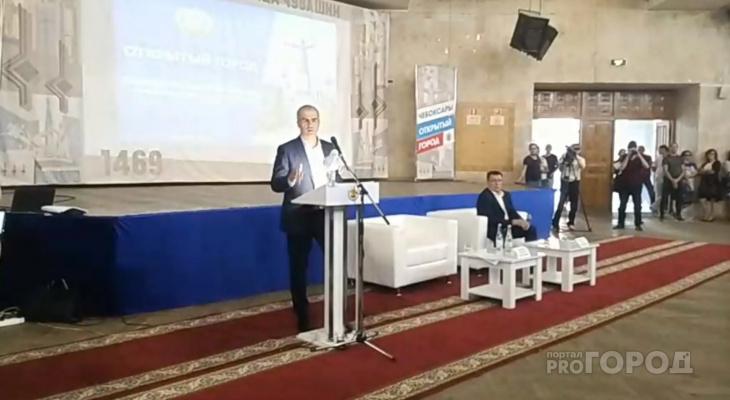 Ладыкову сквозь протест присутствующих задали вопрос про ДТП с Audi