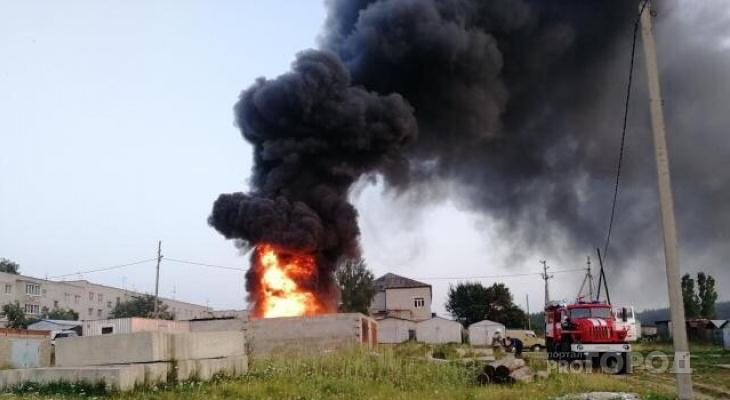 В Красноармейском районе сгорел гараж
