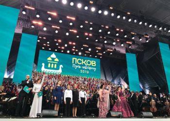 Солистки хора «Детство» выступили на одной сцене с артистами Большого и Мариинского театров