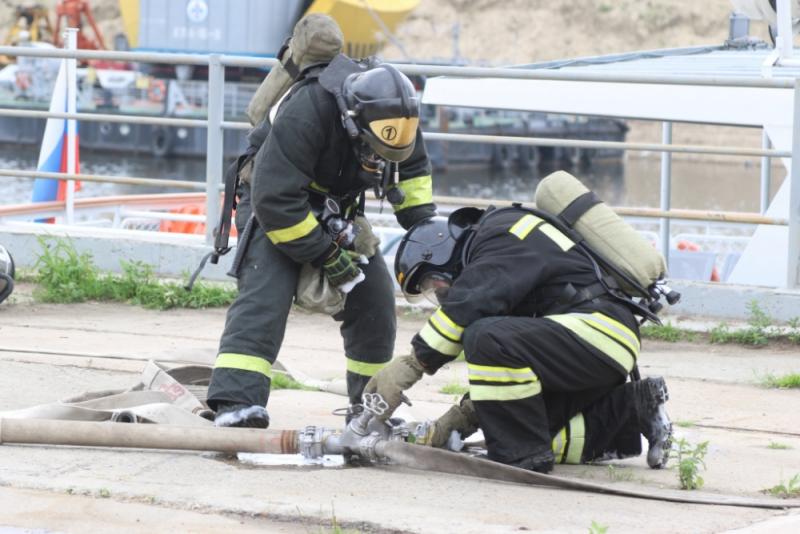 Амурские спасатели «тушили» пассажирский теплоход