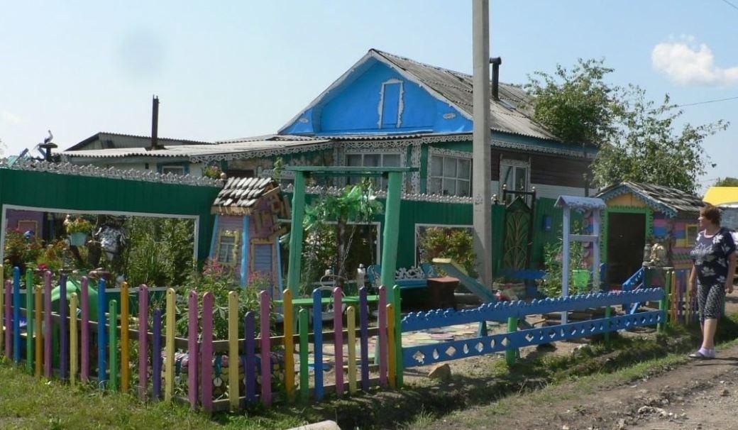Супруги из Магдагачей создали детскую площадку для детей всего села