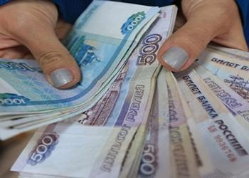 Продавец из Райчихинска «прихватила» с работы 370 тысяч