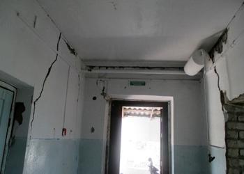 Администрацию Зеи через суд обязали снести аварийный дом
