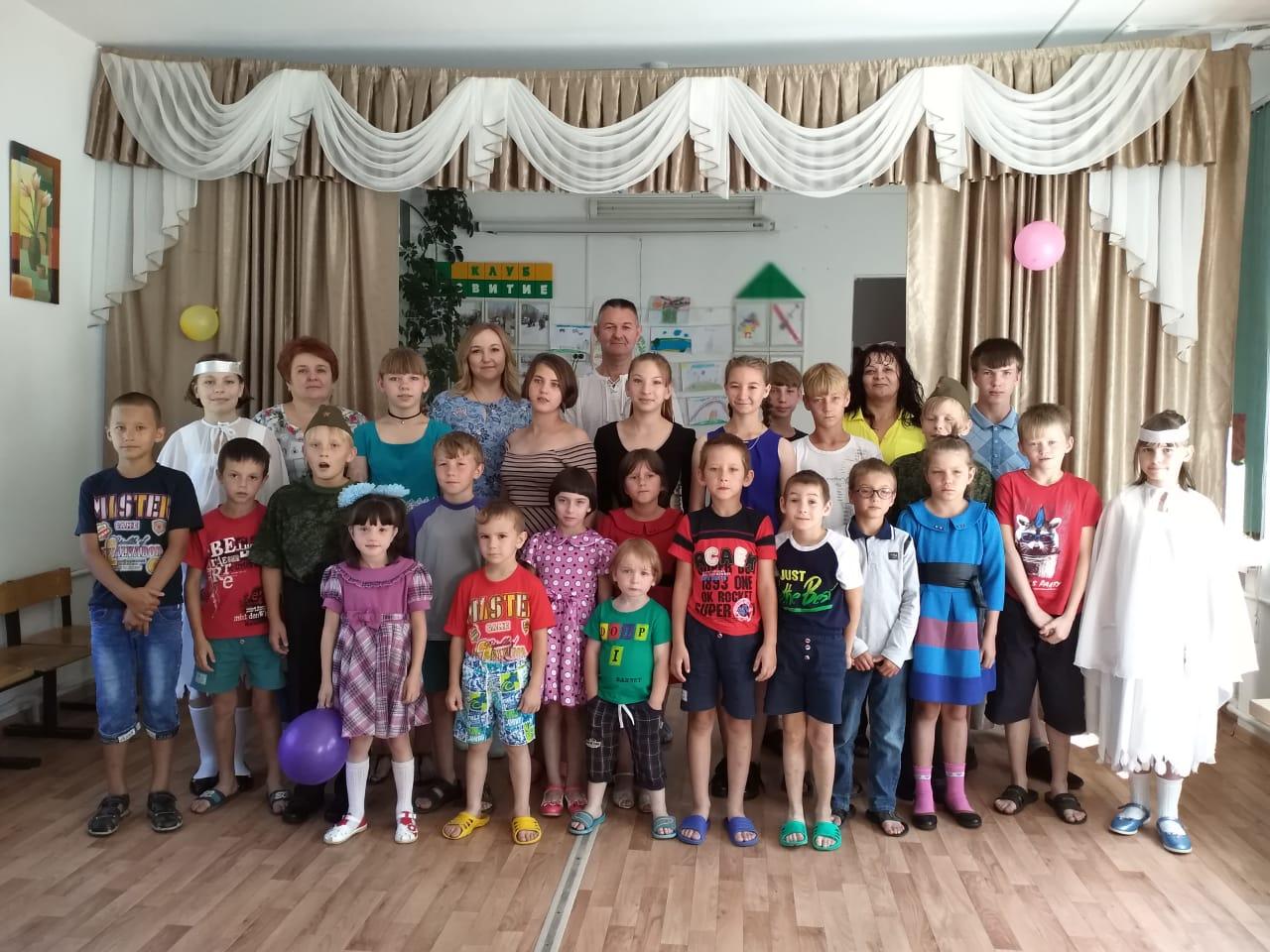 Медики Благовещенска привезли подарки детям в социальный центр