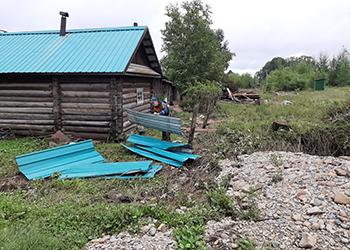 Спасатели помогают жителям Норска вернуть село к жизни