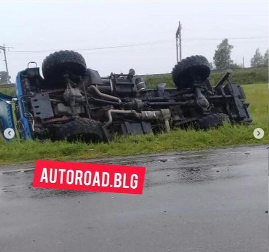 Под Новобурейским столкнулись «КамАЗ» и легковушка