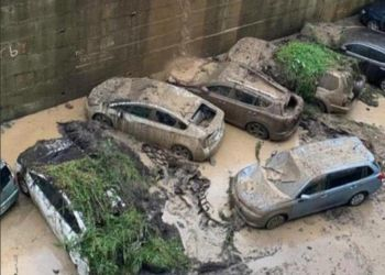 Во Владивостоке сильный ливень затопил дороги и вызвал сели