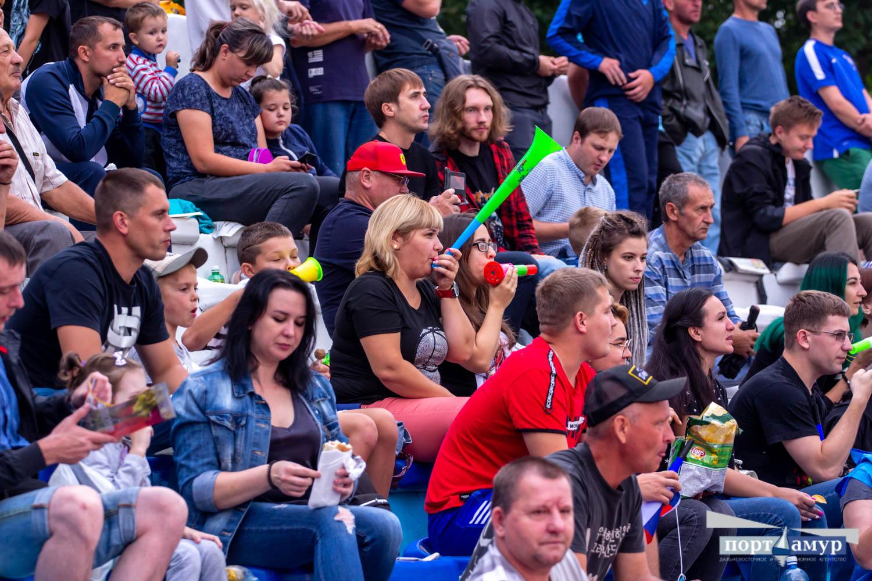 Три тысячи зрителей пришли на футбольный матч между ФК «Благовещенск» и сахалинцами