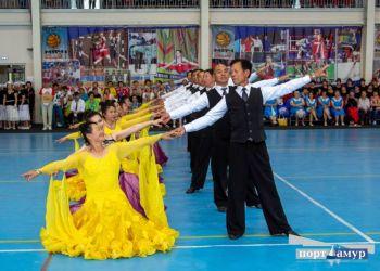 Китайские пенсионеры вальсировали, а амурские — удивляли жюри танго