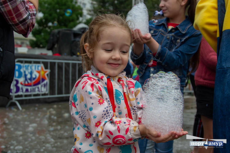 Мыльные пузыри, краски холи и волшебные фонарики