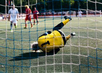 Амурчане выиграли у команды знаменитостей в футбол