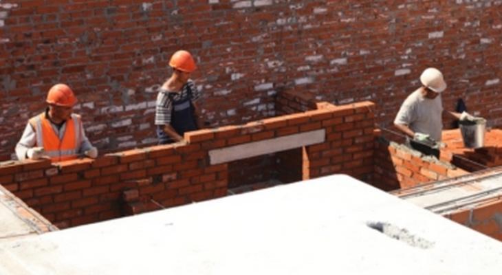 В Новочебоксарске 17 рабочих сидели без зарплаты, пока начальник расходовал деньги на себя