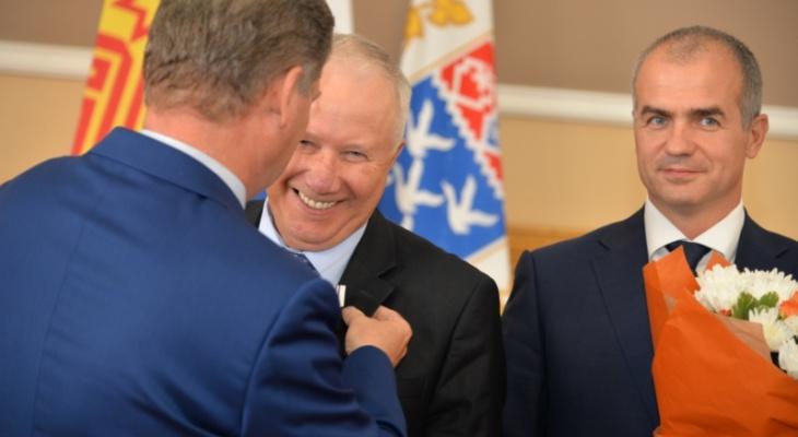 Миллион рублей и бесплатный проезд: 8 преимуществ почетного горожанина